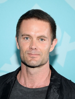 Garret Dillahunt Style and Fashion