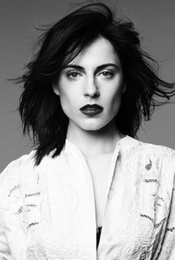 Antje Traue Style and Fashion