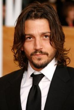 Diego Luna Style and Fashion
