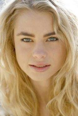Lucy Fry Style and Fashion