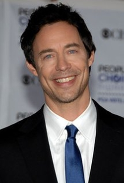 Tom Cavanagh Style and Fashion