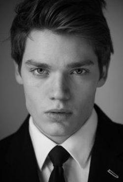 Dominic Sherwood Style and Fashion