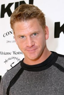 Dash Mihok Style and Fashion