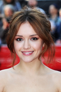 Olivia Cooke Style and Fashion