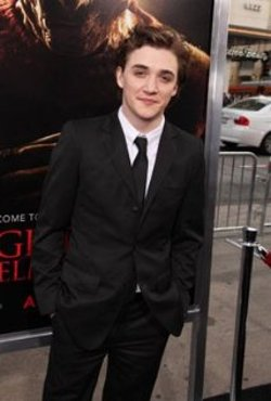 Kyle Gallner Style and Fashion