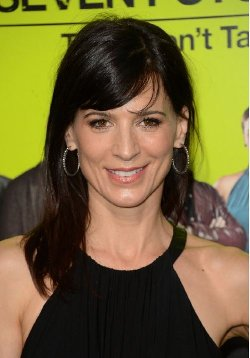 Perrey Reeves Style and Fashion