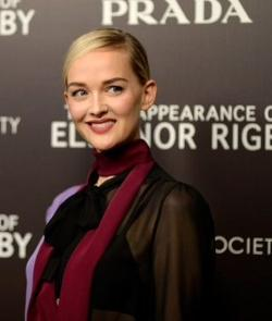 Jess Weixler Style and Fashion