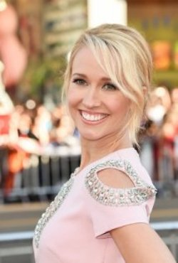 Anna Camp Style and Fashion