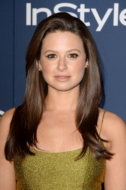 Katie Lowes Style and Fashion