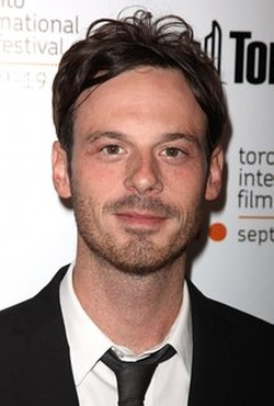 Scoot McNairy Style and Fashion