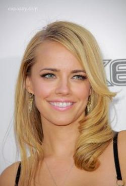 Jessica Barth Style and Fashion