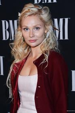 Clare Bowen Style and Fashion