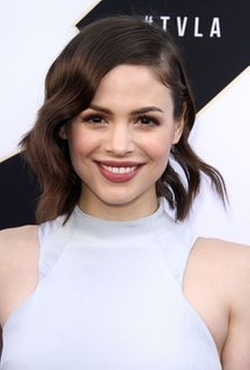 Conor Leslie Style and Fashion