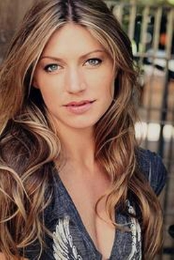 Jes Macallan Style and Fashion