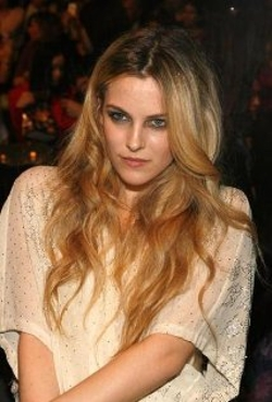 Riley Keough Style and Fashion