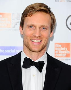 Teddy Sears Style and Fashion