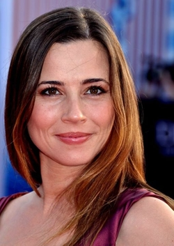 Linda Cardellini Style and Fashion