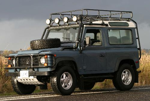 Defender 90 SUV by Land Rover in Fast & Furious 6