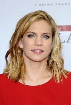 Anna Chlumsky Style and Fashion