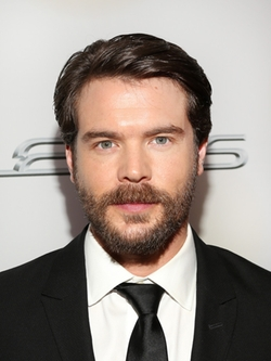 Charlie Weber Style and Fashion