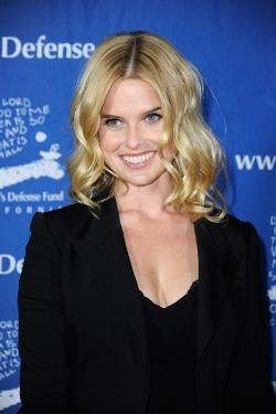 Alice Eve Style and Fashion