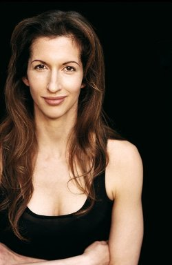 Alysia Reiner Style and Fashion
