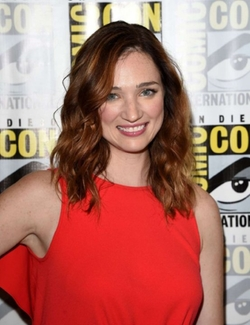 Kristen Connolly Style and Fashion