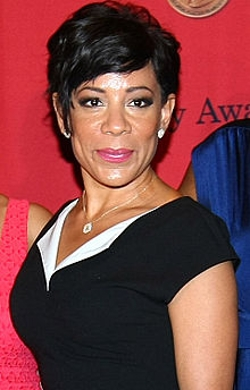 Selenis Leyva Style and Fashion