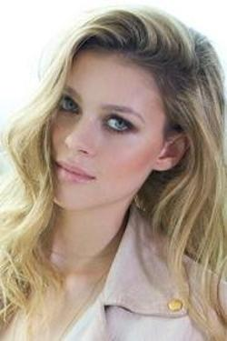 Nicola Peltz Style and Fashion