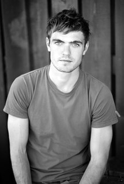 Alex Roe Style and Fashion
