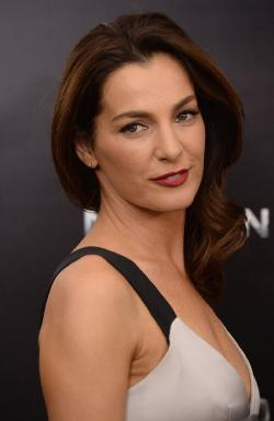 Ayelet Zurer Style and Fashion
