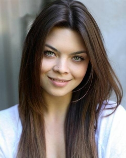 Scarlett Byrne Style and Fashion