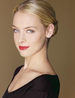 Rachel Skarsten Style and Fashion