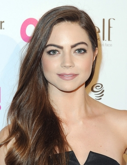 Caitlin Carver Style and Fashion