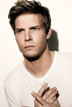 Hunter Parrish Style and Fashion