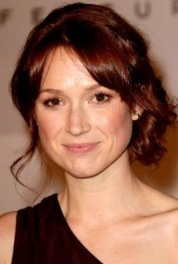 Ellie Kemper Style and Fashion