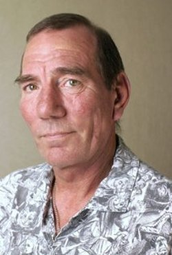 Pete Postlethwaite Style and Fashion