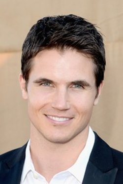Robbie Amell Style and Fashion