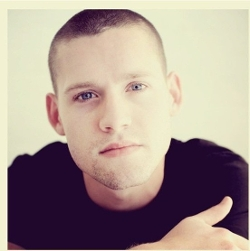 Luke Kleintank Style and Fashion