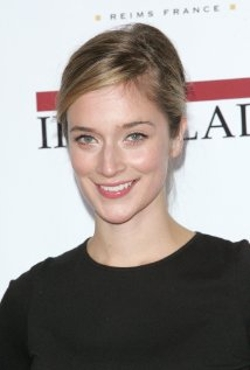 Caitlin FitzGerald Style and Fashion