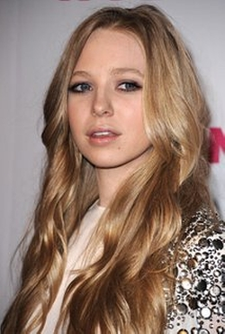 Portia Doubleday Style and Fashion