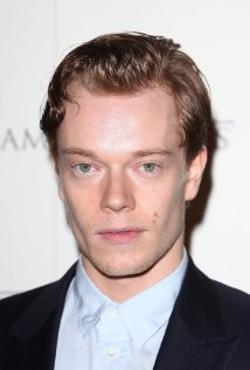 Alfie Allen Style and Fashion