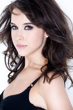 Lacey Chabert Style and Fashion