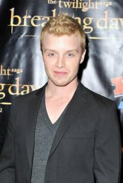 Noel Fisher Style and Fashion
