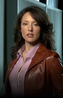Lola Glaudini Style and Fashion
