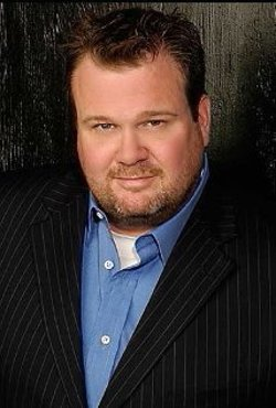 Eric Stonestreet Style and Fashion