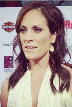 Annabeth Gish Style and Fashion