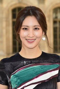 Claudia Kim Style and Fashion