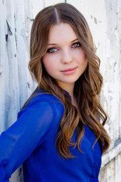 Sammi Hanratty Style and Fashion