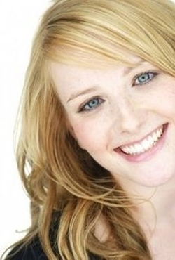 Melissa Rauch Style and Fashion